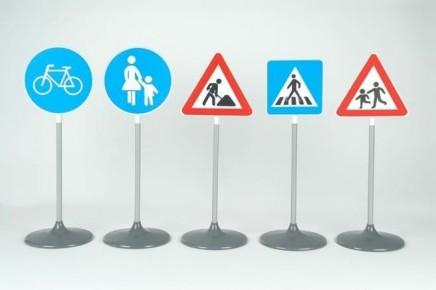 Set ce contine 5 semne diferite de circulatie